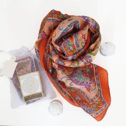 100% Silk. Printed silk. 50x180 cm